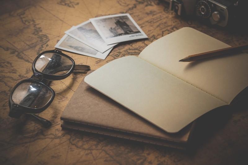 was_bedeutet_plotten_beim_schreiben_beitragsbild_alex_blog